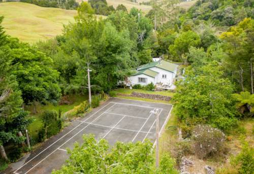 Whau Valley, 1.06Ha Parkland Playground, Property ID: 809083 | Barfoot & Thompson