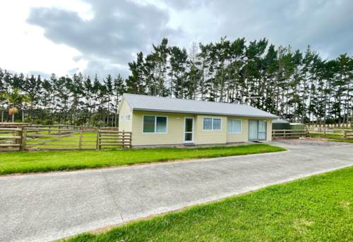 Whenuapai, NEWLY RENOVATED 3-bedroom, 2-bathroom home, DVS & more.....GRAZING AVAILABLE!, Property ID: 39003632 | Barfoot & Thompson