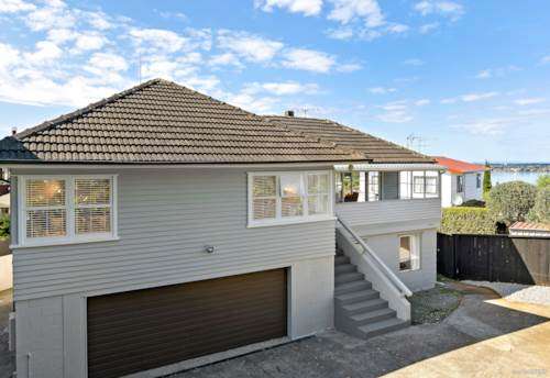 Onehunga, Location, Space, Views + Potential, Property ID: 809509 | Barfoot & Thompson