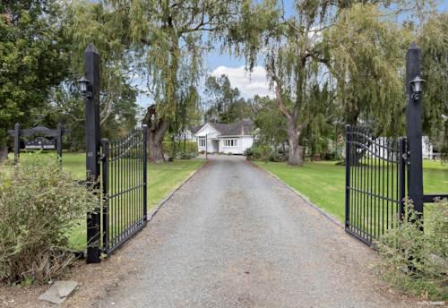 Dairy Flat, Stunning Family home on Future Urban Zone, Property ID: 809586 | Barfoot & Thompson
