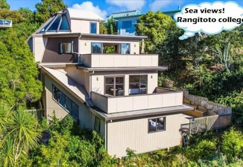 Murrays Bay, Coastal home with views, neighbor to Rangitoto College, Property ID: 808534 | Barfoot & Thompson