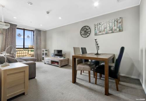 Eden Terrace, 2 Brm Apartment with 2 Carparks! AKL Grammar Zone!, Property ID: 809706 | Barfoot & Thompson