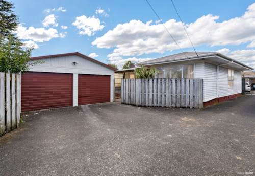 Papatoetoe, The Perfect Position, Property ID: 809448 | Barfoot & Thompson