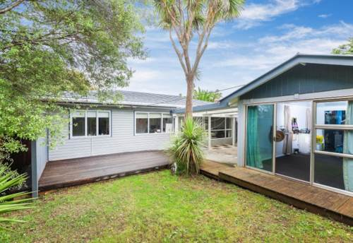 Beach Haven, Extended Family Can Move In., Property ID: 11001091 | Barfoot & Thompson
