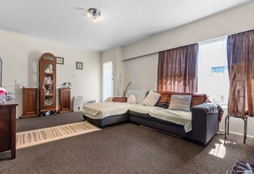 Papatoetoe, Brick & Tile in a quiet street!, Property ID: 809059 | Barfoot & Thompson