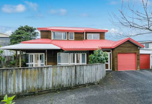 Browns Bay, Walk to Browns Bay, Property ID: 12000929 | Barfoot & Thompson