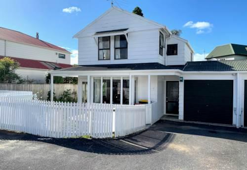 Greenlane, Stylish Townhouse- top location, Property ID: 30004790   Barfoot & Thompson