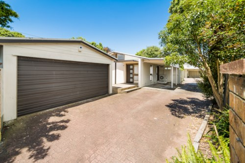 Pinehill, Zip to the Motorway in Rangitoto College Zone, Property ID: 12001061 | Barfoot & Thompson