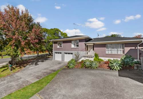 Botany Downs, SOLID, SPACIOUS FIVE BEDROOM HOME, Property ID: 809731 | Barfoot & Thompson