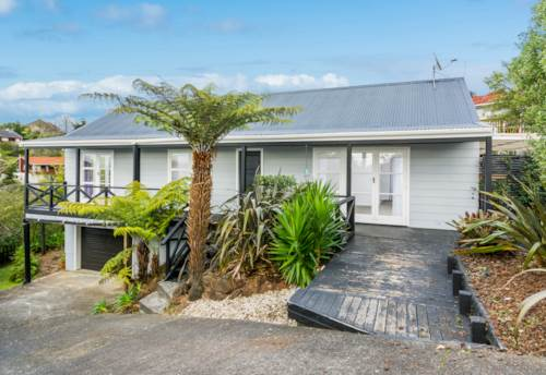 Browns Bay, Dog-Friendly Home in Browns Bay , Property ID: 12001204 | Barfoot & Thompson