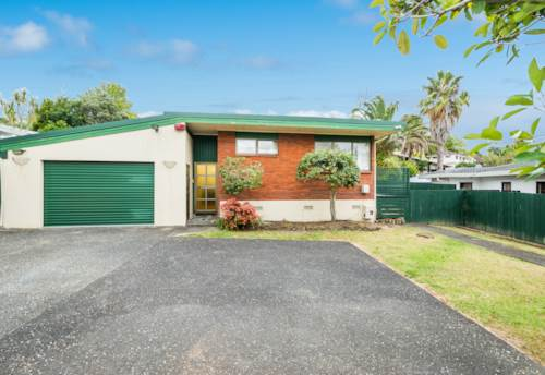 Browns Bay, Dog-Friendly Home in Rangi Zone, Property ID: 12002294 | Barfoot & Thompson