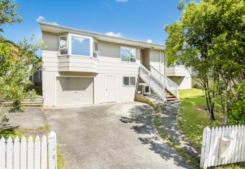 Unsworth Heights, Pet-Friendly Home with 3 Bedrooms & Study, Property ID: 12002342 | Barfoot & Thompson