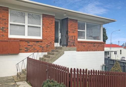 Devonport, CENTRAL, TIDY UNIT IN THE HEART OF DEVONPORT, Property ID: 13001988 | Barfoot & Thompson