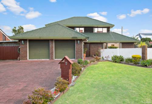Papatoetoe, Prime Location - Magnificent Family Home, Property ID: 809687 | Barfoot & Thompson