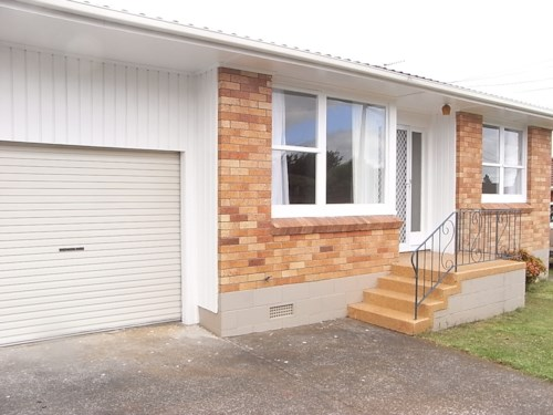 Royal Oak, Brick & tile unit in small block , Property ID: 14000743 | Barfoot & Thompson
