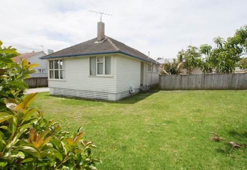Mt Roskill, Spacious home & great location, Property ID: 14000890 | Barfoot & Thompson