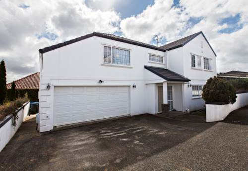 Mt Roskill, MODERN FOUR BEDROOM HOME, Property ID: 14000947 | Barfoot & Thompson