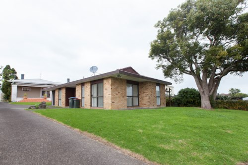 Mt Roskill, Brick & Tile with garage, Property ID: 14000951 | Barfoot & Thompson