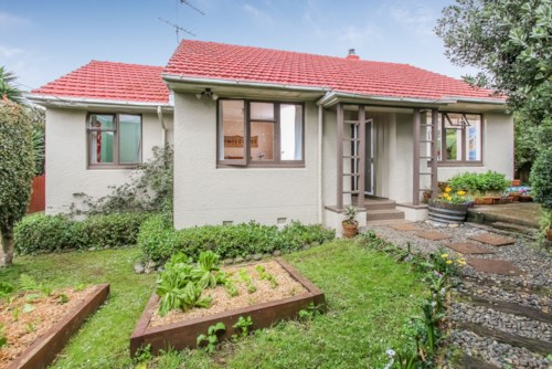 Onehunga, Freshly Renovated Home!, Property ID: 14000953 | Barfoot & Thompson