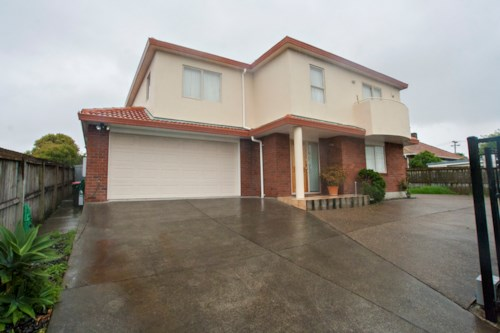 Avondale, Large home on Mt. Albert/Avondale border, Property ID: 14000972 | Barfoot & Thompson