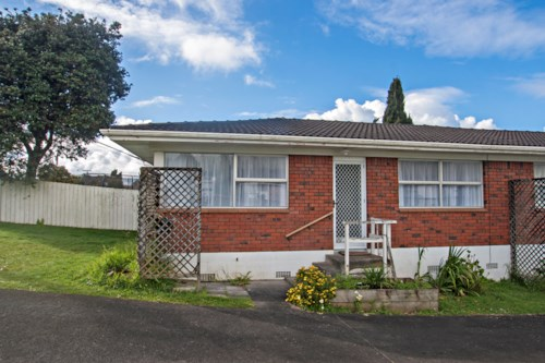 Papakura, Newly renovated unit! Spacious and Ready to Move in! Unit 1, Property ID: 14001014 | Barfoot & Thompson