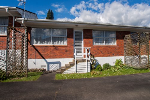 Papakura, Spacious & Ready to Move in! Unit 3 available!, Property ID: 14001016 | Barfoot & Thompson