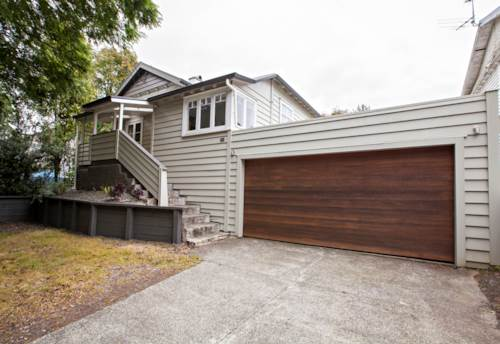Onehunga, NOEL in Normans Hill Haven!, Property ID: 14001029 | Barfoot & Thompson