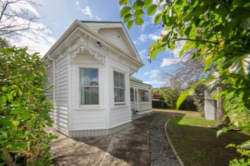 Royal Oak, Character Villa in Unbeatable Location!, Property ID: 14001039 | Barfoot & Thompson