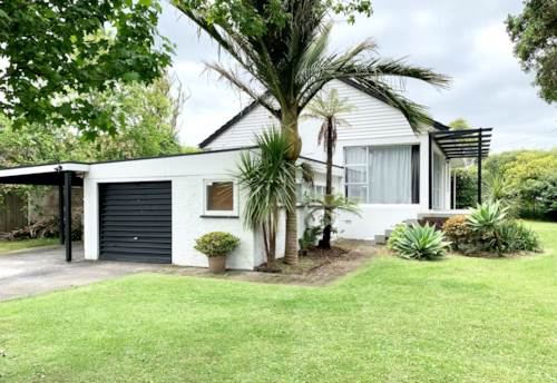 Mt Roskill, Spacious Three Bedroom Home!, Property ID: 14001090 | Barfoot & Thompson