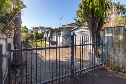 One Tree Hill, Private & Peaceful 3 bedroom family home, Property ID: 14001142 | Barfoot & Thompson