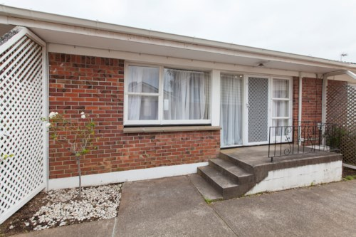 Onehunga, Cosy Unit Situated in a Convenient Location , Property ID: 14001168 | Barfoot & Thompson