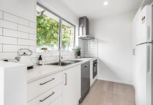 Onehunga, Stunning and Modern Two Bedroom Plus Study! , Property ID: 14001197 | Barfoot & Thompson