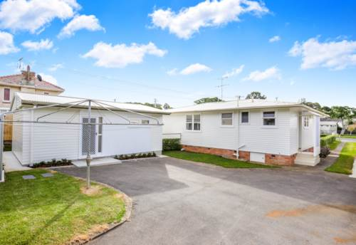 Onehunga, Cosy Home with Loads of Space!, Property ID: 14001212 | Barfoot & Thompson
