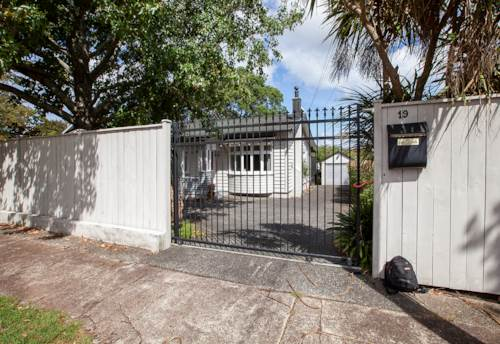 Mt Roskill, Convenient Location!, Property ID: 14001232 | Barfoot & Thompson
