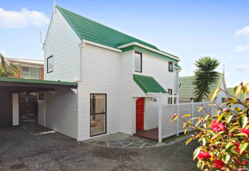 Royal Oak, Charming & Cosy Two Level Home!, Property ID: 14001288 | Barfoot & Thompson