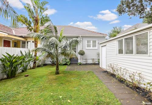 Onehunga, YOUR LITTLE SLICE OF HEAVEN, Property ID: 809685 | Barfoot & Thompson