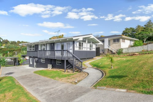 Glenfield, Warm, Insulated with Heatpump 3 bedroom Upstairs House , Property ID: 15000741 | Barfoot & Thompson