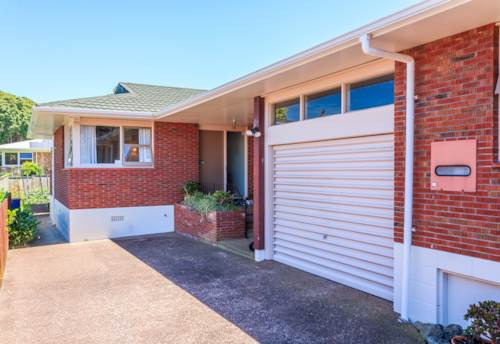 Hillcrest, Hillcrest Home with Heat Pump , Property ID: 15000846 | Barfoot & Thompson