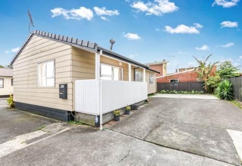 Papatoetoe, 3 Bedroom + Garage + Carpark Space, Property ID: 36002254 | Barfoot & Thompson