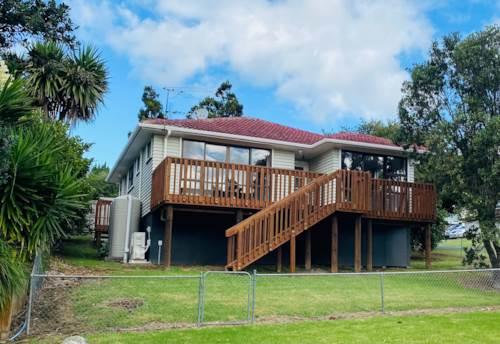 Te Atatu Peninsula, NEWLY RENOVATED HOME!** Rent Reduction **, Property ID: 66000897 | Barfoot & Thompson