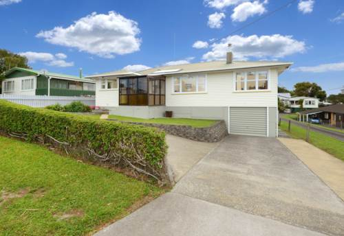 Glenfield, Large 3 Bedroom next to Glenfield Mall, Property ID: 15002048 | Barfoot & Thompson