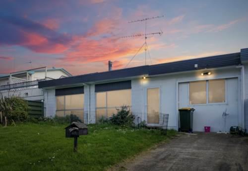 Glenfield, 1 Bedroom+1 Rumpus Gem In Westlake Zone, Property ID: 15002061 | Barfoot & Thompson