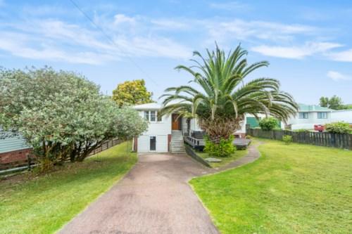 Te Atatu South, Big is good! 3 bed plus rumpus property with Heat Pump in Te Atatu South, Property ID: 15002097 | Barfoot & Thompson