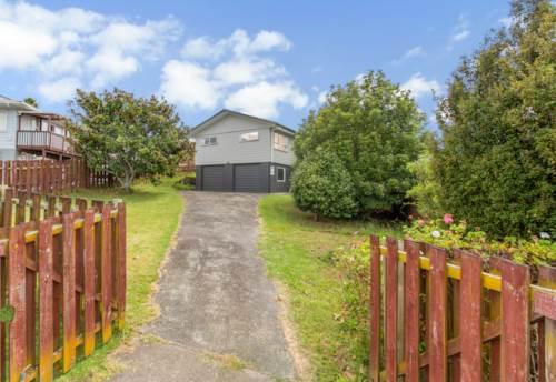 Totara Vale, Spacious home situated in Totara Vale!, Property ID: 15002131 | Barfoot & Thompson