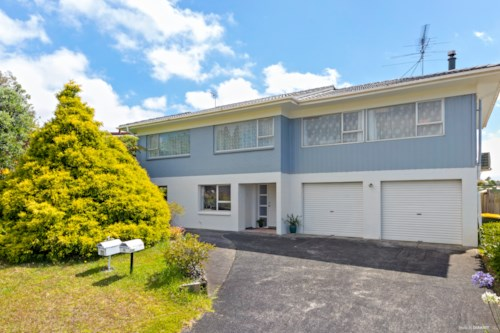 Totara Vale, 2 Bedrooms Gem in Totara vale, Property ID: 15002141 | Barfoot & Thompson