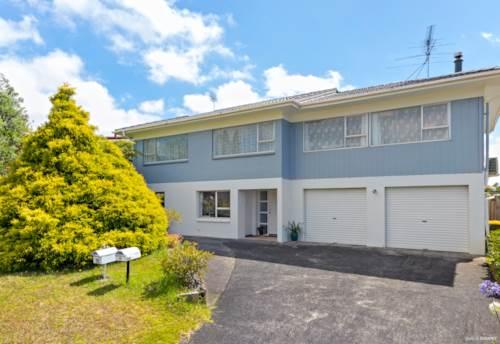 Totara Vale, 2 Bedrooms Gem in Totara vale, Property ID: 15002141 | Barfoot & Thompson
