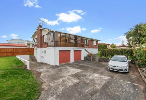 Pakuranga Heights, Pakuranga hights home on Large Section , Property ID: 15002145 | Barfoot & Thompson