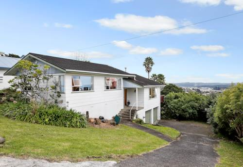 Unsworth Heights, PET FRIENDLY+ STUNNING VIEWS!!, Property ID: 15002153 | Barfoot & Thompson