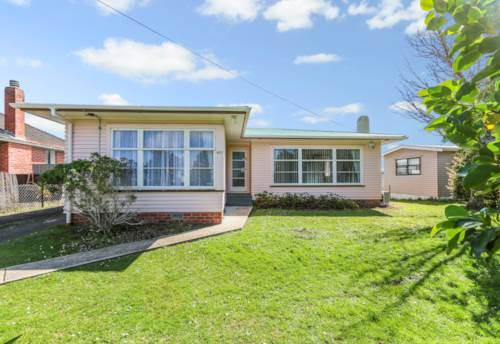 Glenfield, Renovated Central Glenfield Location (Pet Friendly)!, Property ID: 15002160   Barfoot & Thompson