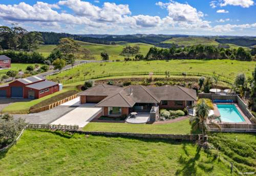 Kerikeri, Views, ponies & a pool, Property ID: 810079 | Barfoot & Thompson
